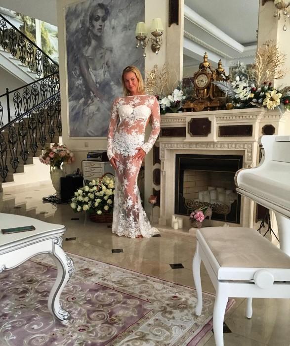 Анастасия Волочкова в прозрачном платье