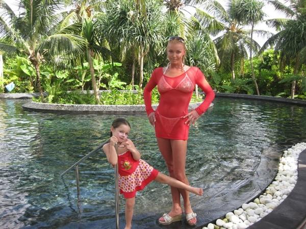 Анастасия Волочкова с дочерью Аришей