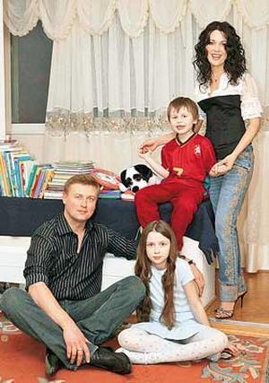 Анастасия Заворотнюк со вторым мужем Дмитрием Стрюковым и детьми