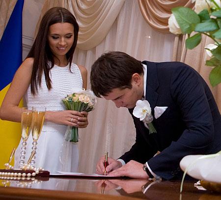 Обычное белое платье на регистрацию брака