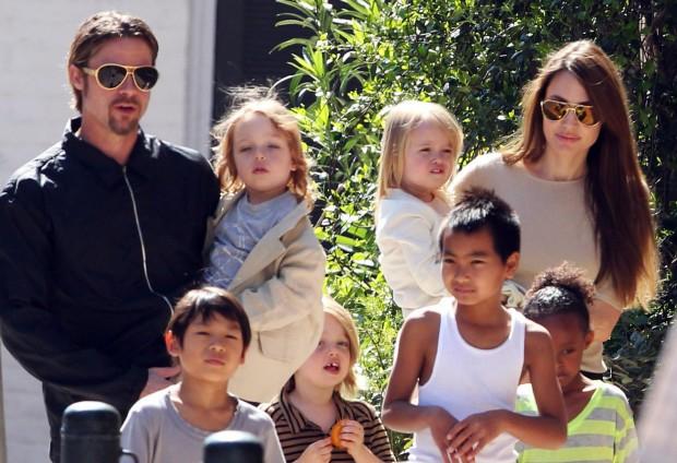 Анджелина Джоли и семья