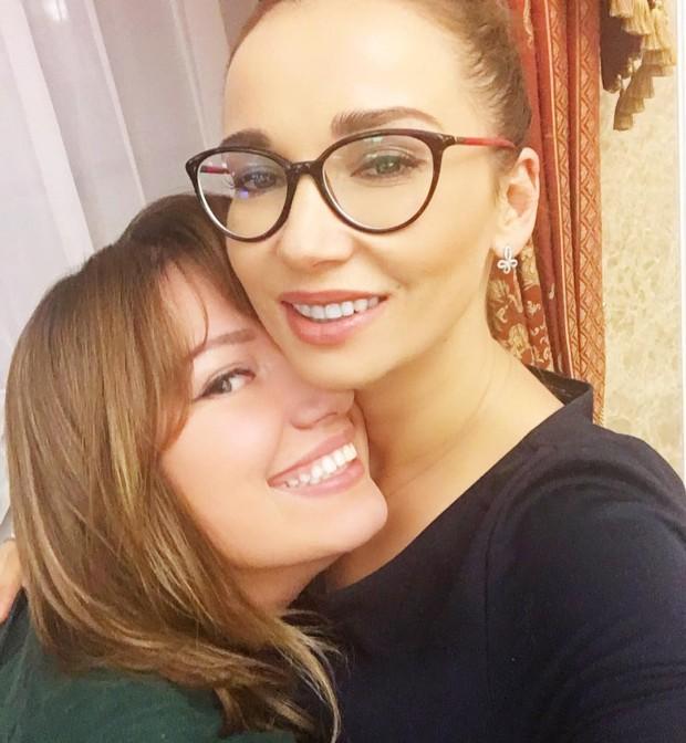 Анфиса Чехова с подругой
