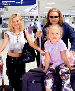 Вся семья в сборе: Анжелика, Леонид и дочка Лиза