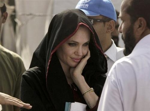 Анджелина Джоли в Пакистане