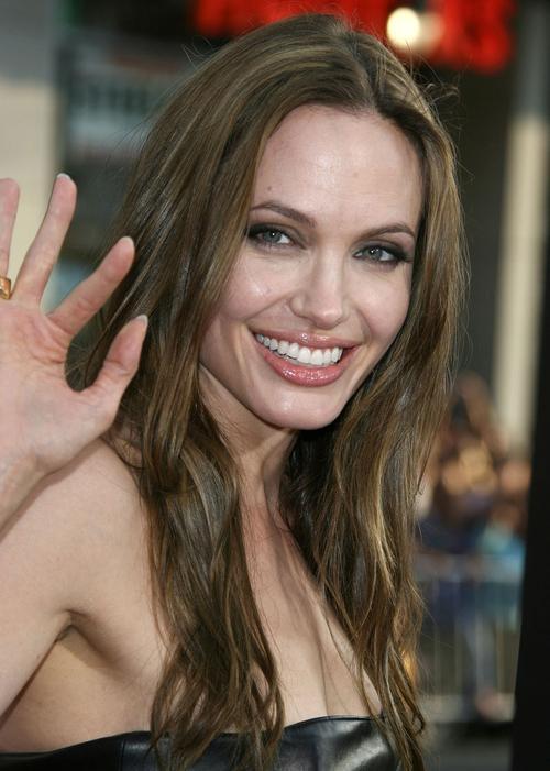 Анджелина Джоли считается самой красивой голливудской знаменитостью