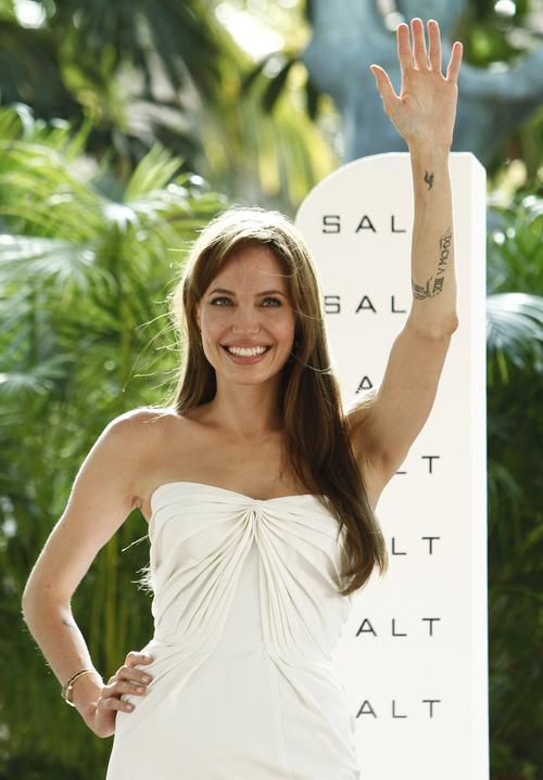 Анджелина Джоли на презентации фильма «Солт» в Мексике
