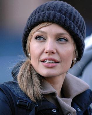 """Анджелина Джоли в фильме """"Соль"""""""