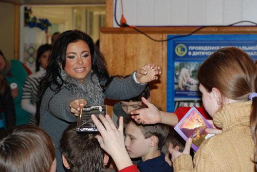 Ани Лорак в детском доме «Малятко»