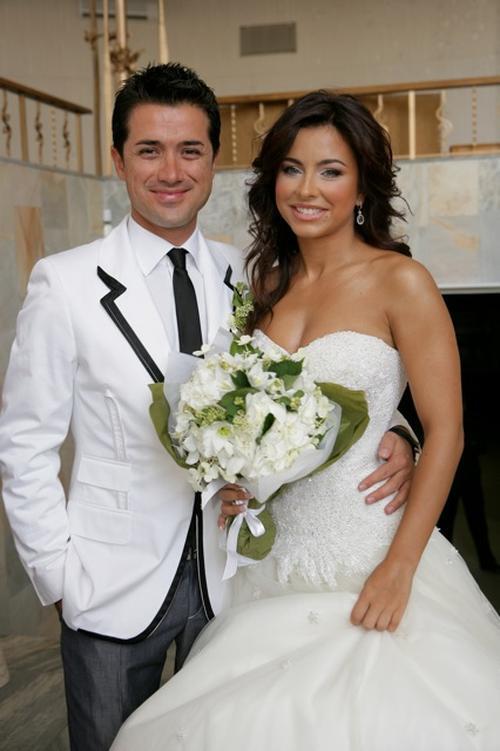 15 августа Ани Лорак вышла замуж за Мурата Налчаджиоглу. Они расписались в киевском ЗАГСе, а 22-23 августа сыграли свадьбу в турецком городе Белеке