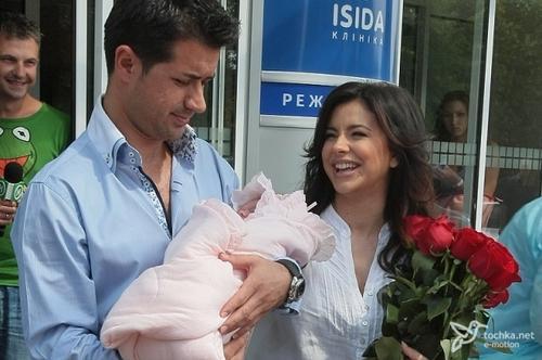 Ани Лорак и Мурат с дочерью Софией