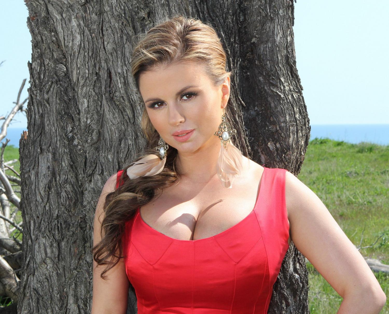 Смотреть бесплатно грудь анны семенович 7 фотография