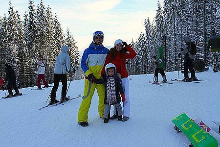 Анна Седокова с дочерью Алиной и Максимом Шевченко