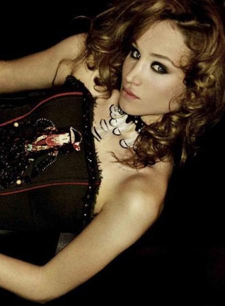 До рождения сына Ануки Арешидзе работала моделью