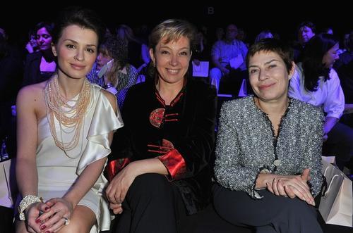 Арина Шарапова (в центре)