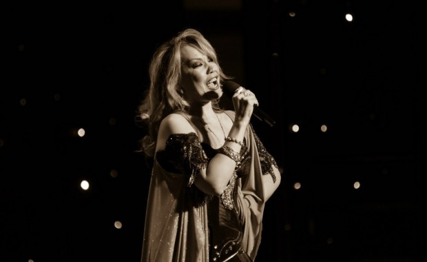 Певица Азиза