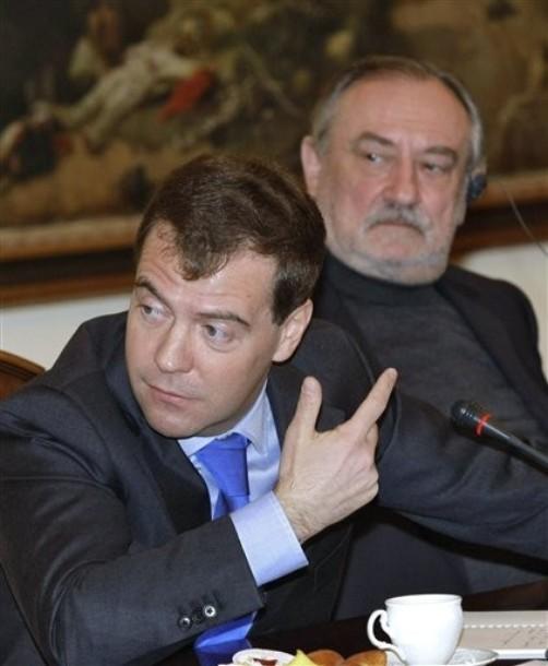 Дмитрий Медведев и Богдан Ступка на родине Антона Павловича Чехова в Таганроге 29 января
