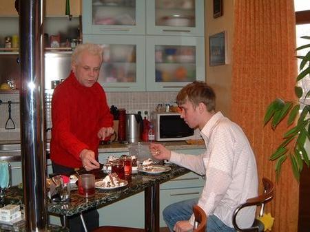 Борис Моисеев в своей квартире в Москве, 2003 год