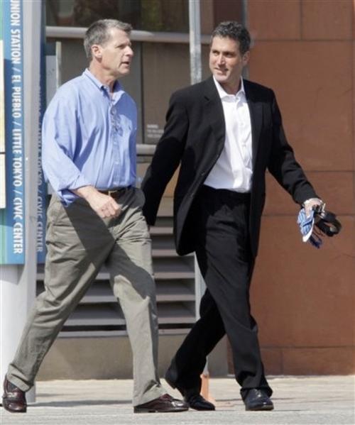 Приговоренный к 10 годам тюрьмы глава фонда Ruderman Capital Partners Брэдли Рудерман (справа)