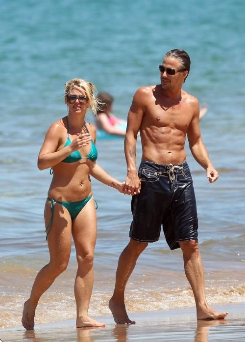 Бритни Спирс и Джейсон Травик на Гавайях