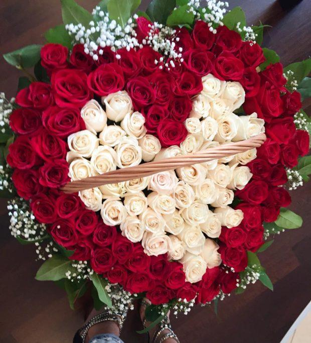 букет роз в форме сердца