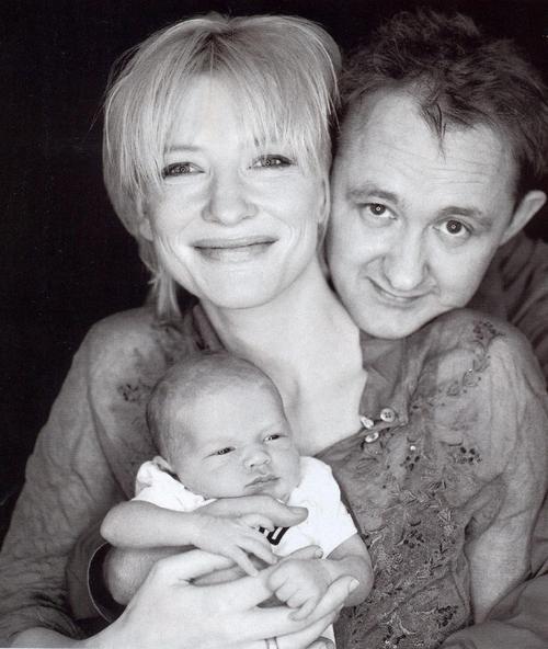 Кейт Бланшетт с мужем и средним сыном