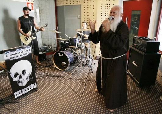 Итальянский монах-металист Чезаре Боницци