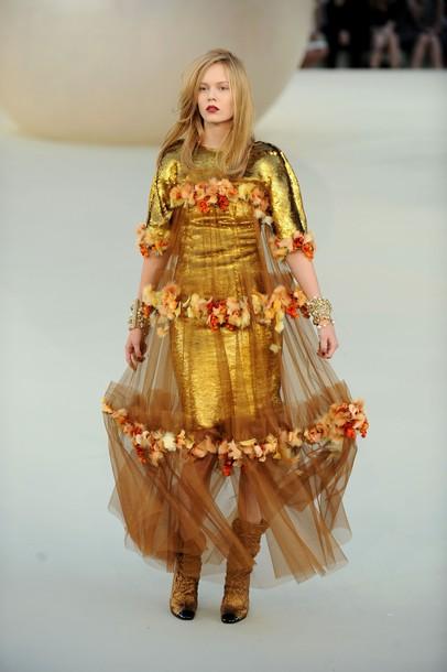 Дом моды Chanel удивил любителей классики царскими нарядами