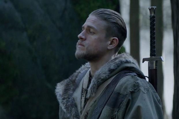 Чарли Ханнэм на съемках фильма « Меч короля Артура»