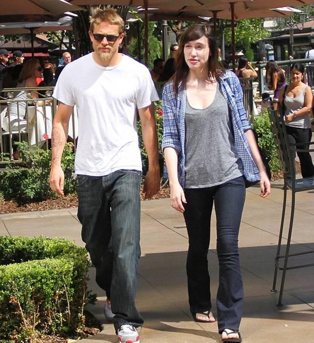 Чарли и Моргана на прогулке