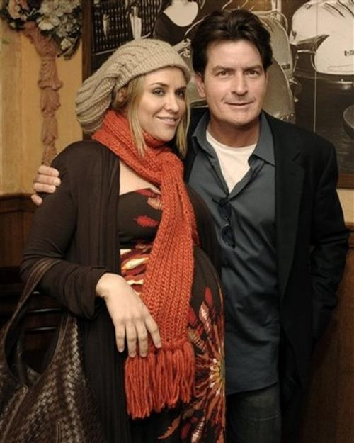 Чарли Шин с супругой Брук Мюллер