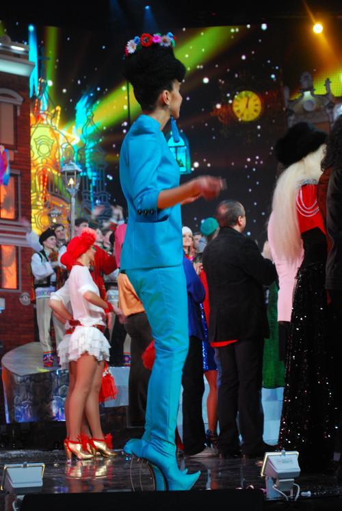 """Звезда конкурса """"Новая волна"""" - певица Джамала, как всегда, на высоченных каблуках"""