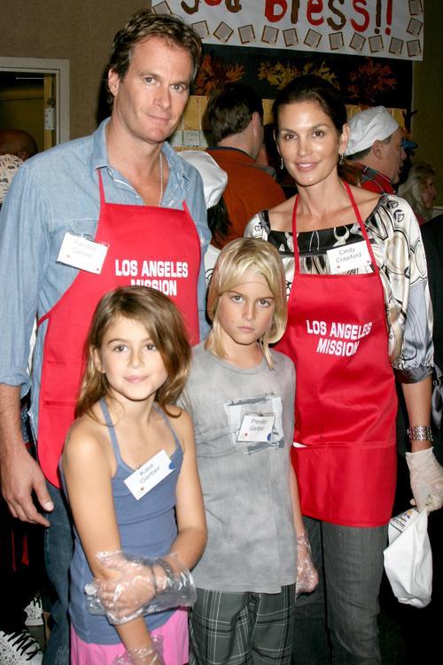 Синди Кроуфорд с мужем Рэнди Гербером и дочерьми