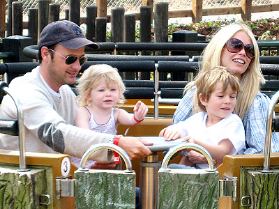 Клаудия Шиффер с мужем и детьми