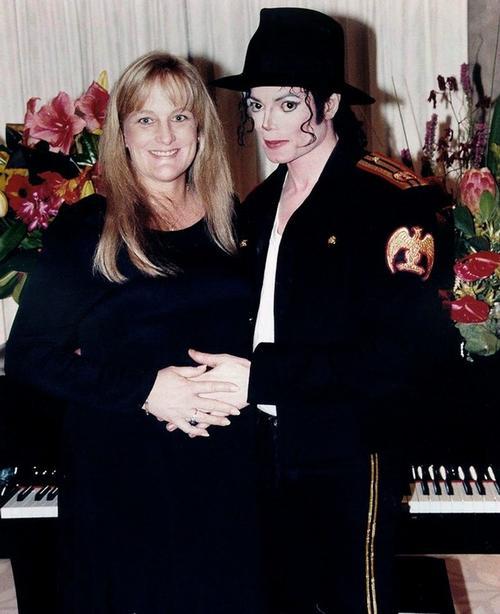 Свадебное фото Майкла Джексона и Дебби Роу, 14 ноября 1996 года