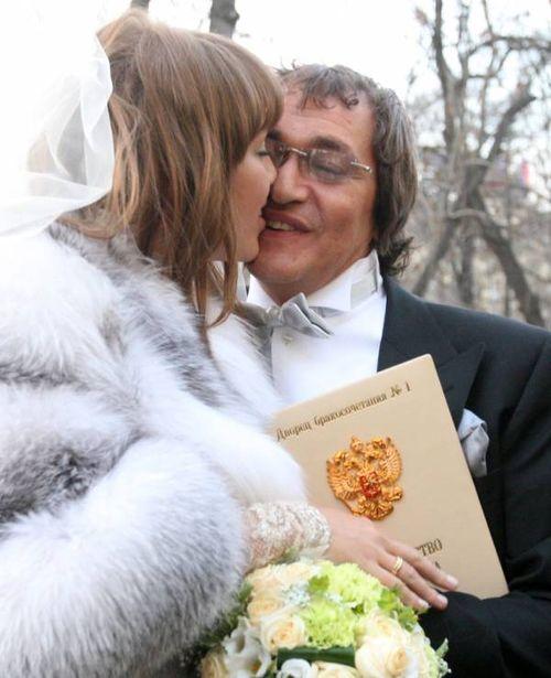 Дмитрий Дибров не долго думая предложил юной Полине руку и сердце