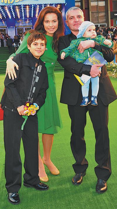 Екатерина Гусева с мужем Владимиром Абашкиным и детьми