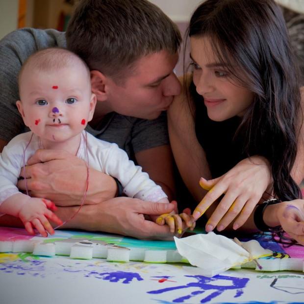 Елена Темникова со своей семьёй