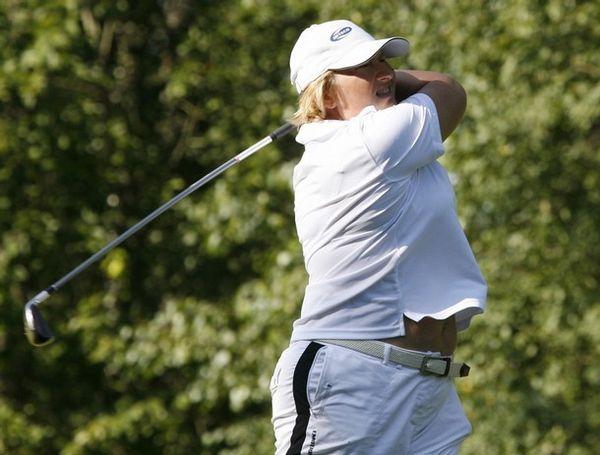 Так Елена Батурина играет в гольф