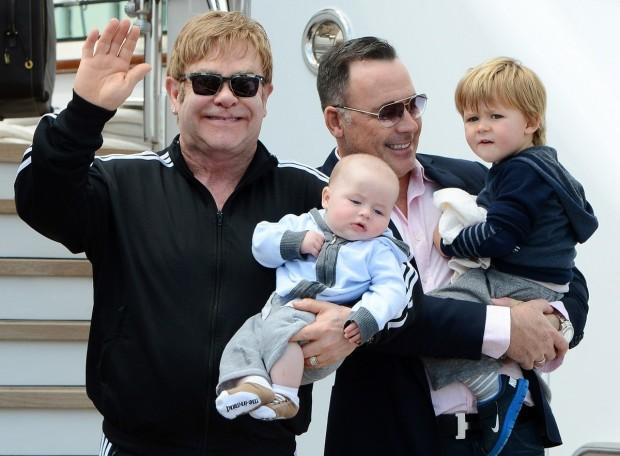 Элтон Джон и его семья