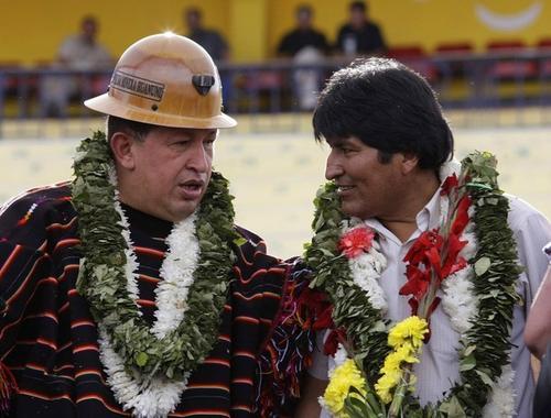 Эво Моралес со своим другом Уго Чавесом