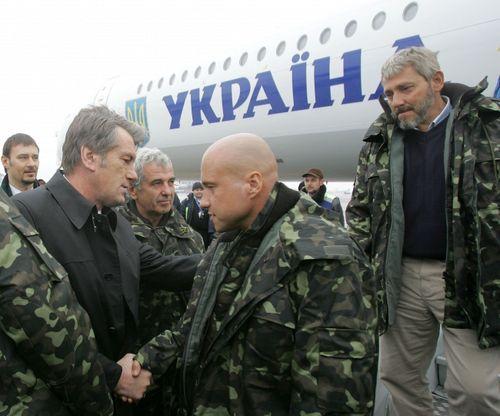 """Заложников """"Фаины"""" встречают в Киеве"""