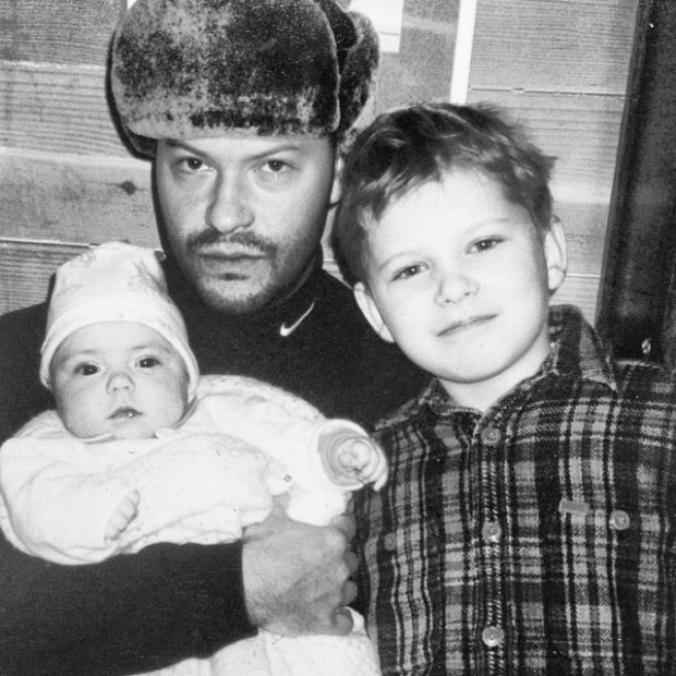 Фёдор Бондарчук с маленьким Серёжей и новорожденной Варей