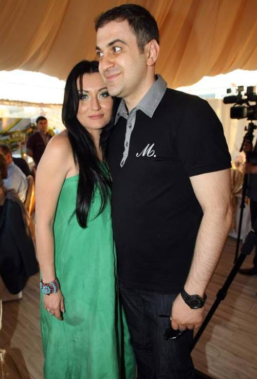 Гарик Мартиросян с супругой еще до рождения сына