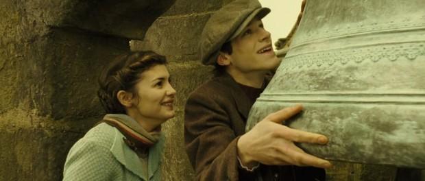 Кадр из фильма Долгая помолвка с Гаспаром Ульелем и Одри Тоту