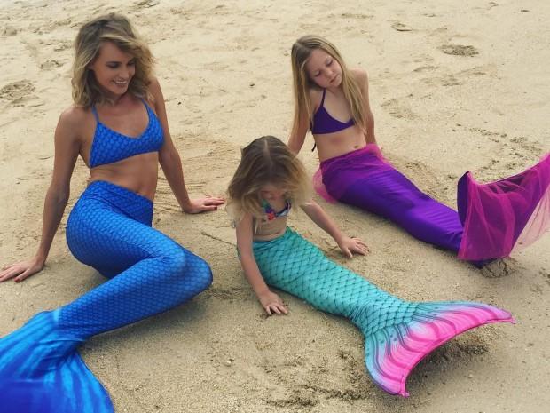 Глюкоза с дочками в костюме русалки