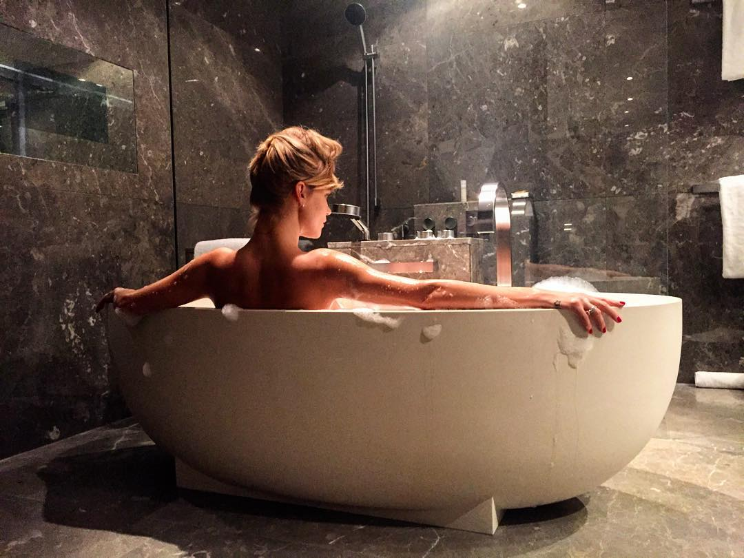 Глюкоза выложила интимные фотографии в Инстаграм джастин бибер вк