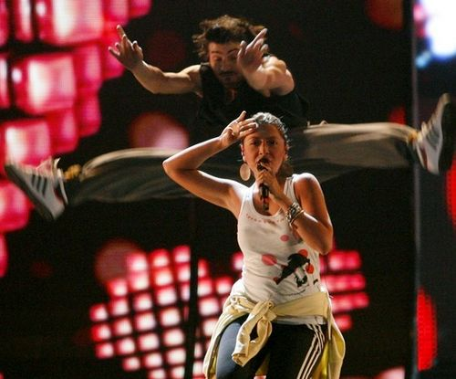 Турецкая исполнительница Хадисе на репетиции