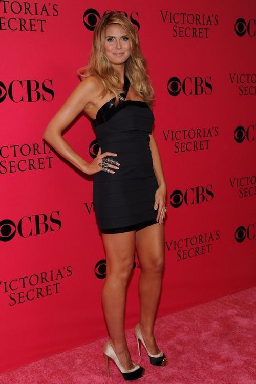 Хайди Клум после рождения четвертого ребенка пришла на показ Victoria`s Secret, 19 ноября 2009 года