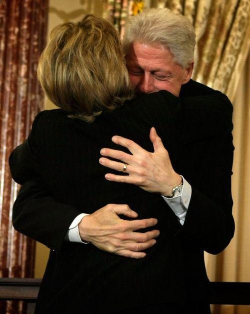 Билл Клинтон остепенился и поддерживает ее во всем