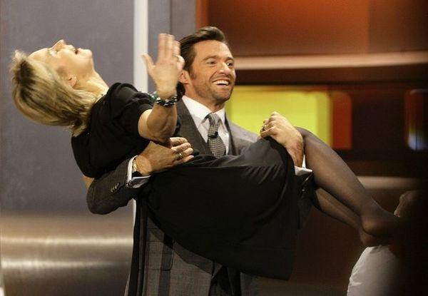 Темпераментный актер поднял на руки немецкого министра по делам семьи прямо на ТВ-шоу